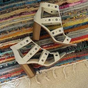 Vera Wang Ivory Heels NEW Size 10